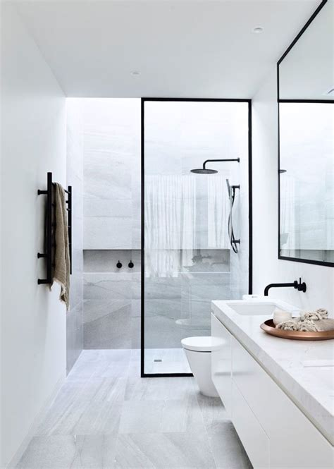 Modern Bathroom Ideas Pinterest Best 25 Modern Small Bathrooms Ideas On Pinterest Modern Small Bathroom Design Small