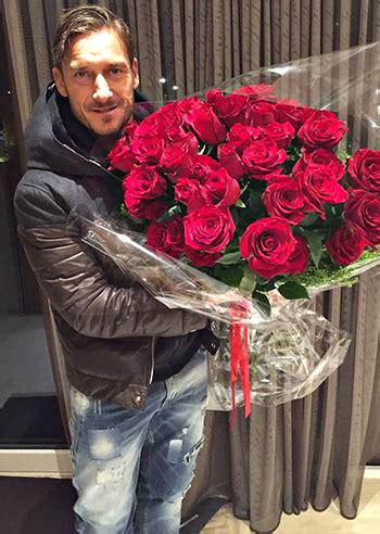 manda fiori francesco totti con le di maradona diego manda i