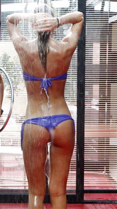 gf doccia grande fratello 14 la doccia non conosce sosta