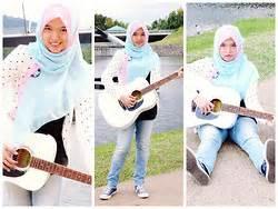 Jilbab Polkadot nee chan annisa yuwanda pink white t shirt white skirt strawberry milkshake lookbook