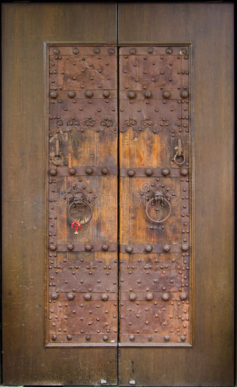 ancient chinese door royalty  stock photography