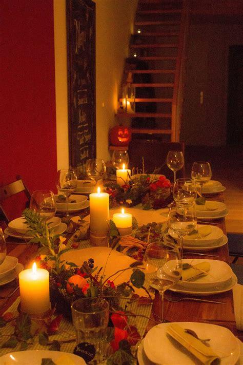 Einfache Herbstdeko Tisch by Herbstdeko Deko Im Herbst Hagebutten Laub Tischdeko