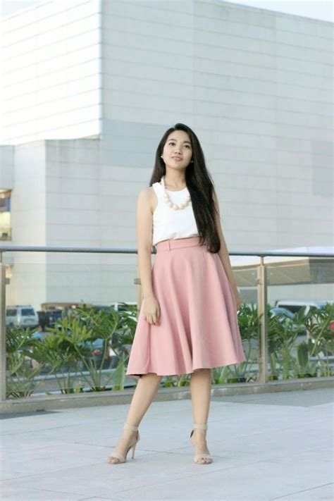 Kancing Bungkus Pastel model rok yang feminin atrisulistiorini