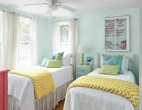 colorful beach cottage remodel from hgtv magazine beach bliss living beach themed bedroom bedrooms blue green lavender accents1