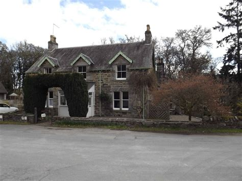 7 bedroom detached house for sale in dundarave house and