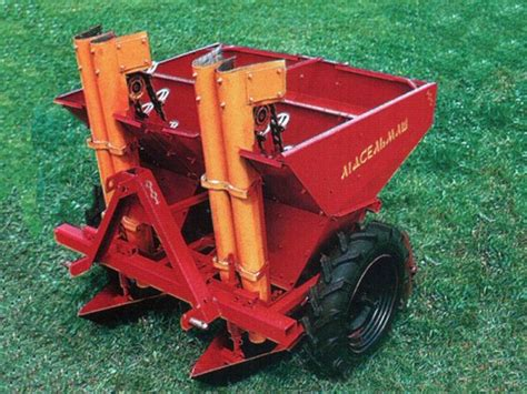 the 2 row automatic elevator type mounted potato planter l