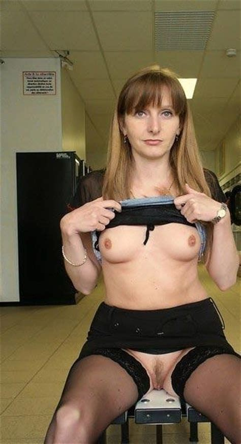 Bad Mom Flashing Pussy