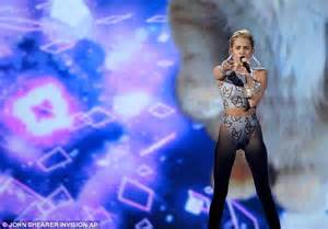 miley cyrus shuts down the amas with her lip synching amas 2013 miley cyrus dons skintight bikini to perform