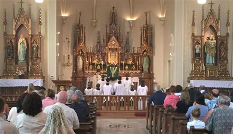 vatican liturgy chief asks all priests and bishops to face starting this advent vatican liturgy chief calls on all