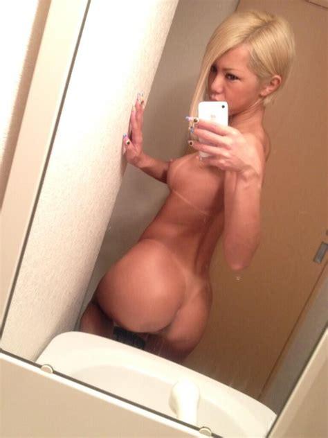 Blonde Tselfies Page