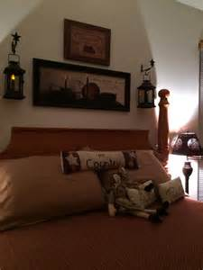 25 best ideas about primitive country bedrooms on country prim bedroom old chests amp crocks primitive