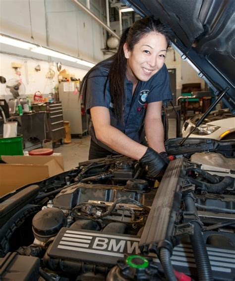 Bmw Certified Mechanic by Universal Technical Institute Bmw Mechanic School