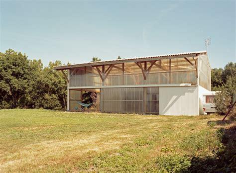 maison hangar architecture grand espace petit budget dans une maison
