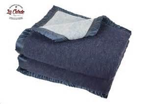couverture en bleu marine