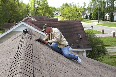 schindeln aus dachpappe dachpappe schindeln verlegen 187 anleitung in 5 schritten