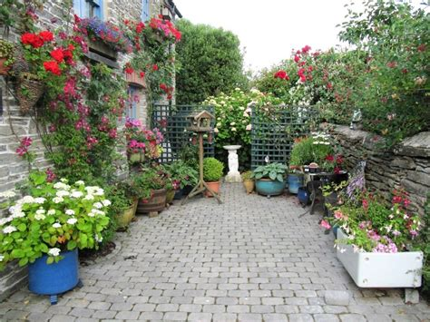 Small Garden Ideas In Engrossing Paved Garden Ideas Small Small Garden Ideas Photos