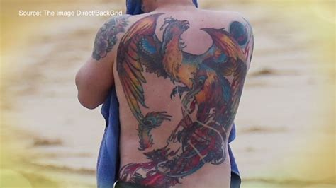 ben affleck tattoo ben affleck s back is the funniest thing i ve seen