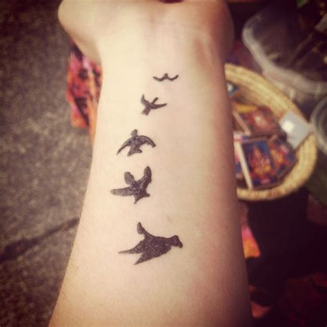 henna tattoo designs birds 1000 ideas about bird wrist tattoos on
