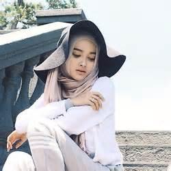 Zara Postman Sling Bag puteri hasanah karunia forever 21 sling bag h m shawl