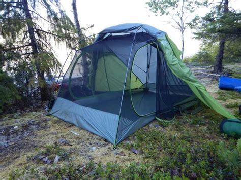Tenda Hiking 7 tenda ringan yang tak akan memberatkan pendakianmu