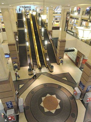 file:the avenue at tower city center cleveland, ohio