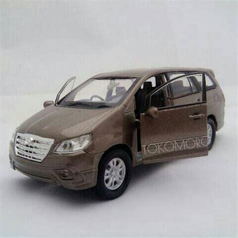 Miniatur Innova Brown Gold Emas Diecast Mobil Harga Murah harga miniatur mobil toyota kijang innova brown diecast welly 1 36 id priceaz