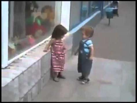 Essayer Dembrasser Une Fille by Kid Tente D Embrasser Une Fille