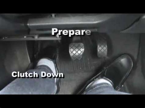 tutorial cara mengendarai mobil manual cara mengemudi mobil manual di tanjakan dan turunan youtube