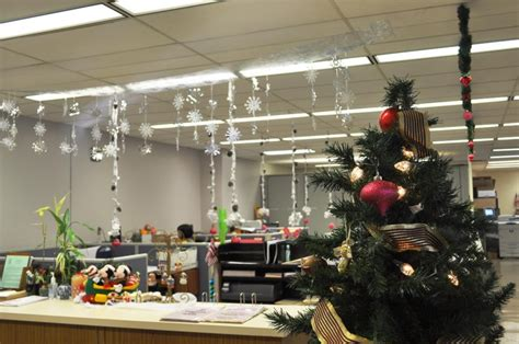 christmas decoration in an office setting 40 office decorating ideas all about