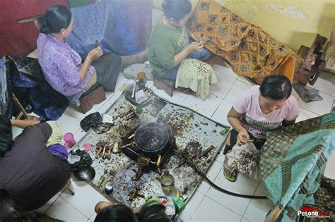 pengrajin batik solo pesona indonesia