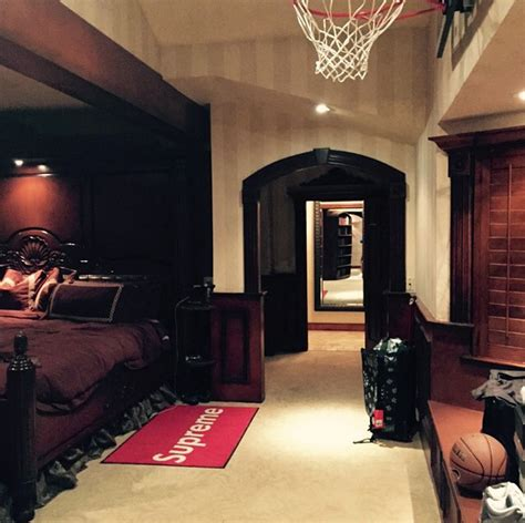 drake and josh bedroom photo drake s new bedroom with basketball hoop bso