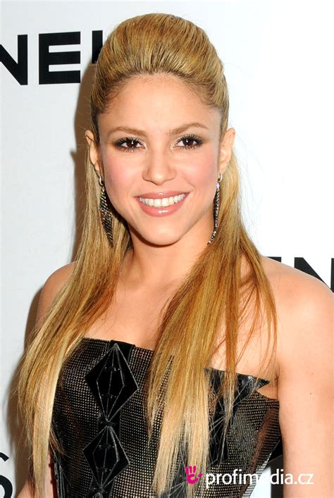 what color is shakira s hair 2015 shakira hairstyle easyhairstyler