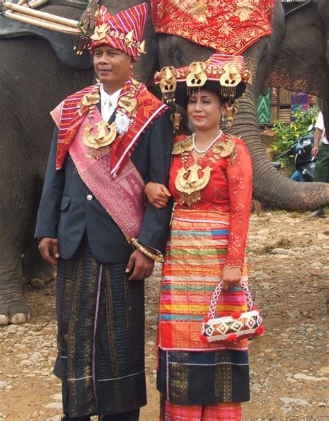 Baju Adat Suku Batak Karo tambunan suku batak