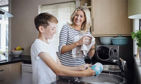Kinder Helfen Im Haushalt 3224 by Pflichten Im Haushalt Sollten Kinder Im Haushalt Helfen