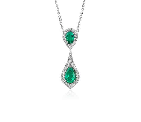 pear shape emerald and pendant in 18k white gold