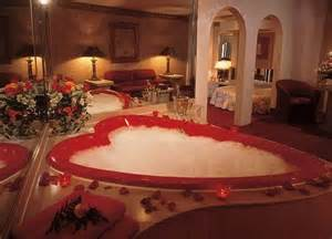 romantische badewanne you could spend your honeymoon in a 7 foot chagne glass