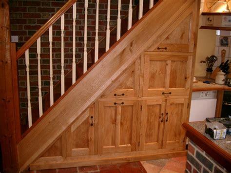 schrank unter treppe schrank unter die treppe stellen eine tolle idee