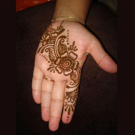 Pakistan Cricket Player Simple Arabic Henna Design | pakistan cricket player easy arabic henna designs