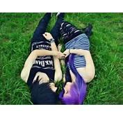 Lovely Emo Couple Cute Scene Holding Hand Romantic