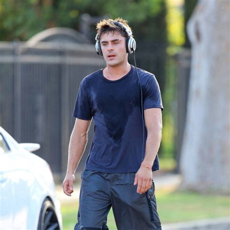 mail zachairdressing co uk loc us zac efron looks wonderfully sweaty jogging for his new film