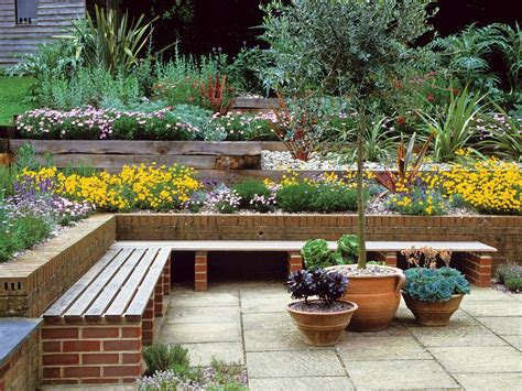 Hgtv Gardening Ideas Make A Dynamic Statement With Multilevel Gardening Landscaping Ideas And Hardscape Design