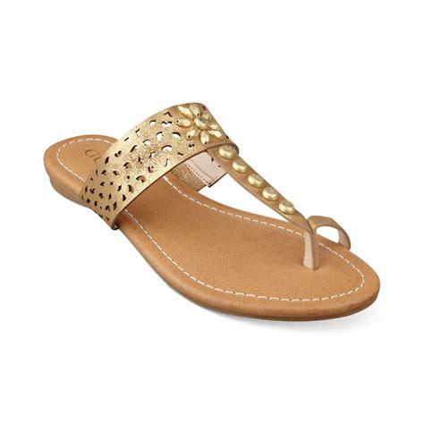 guess flat sandals guess gaiana toe ring flat sandals in metallic lyst