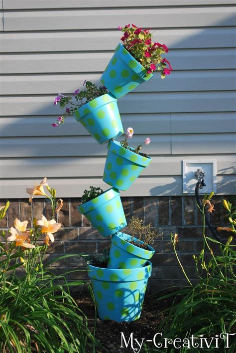 Diy Flower Tower Planter by 21 Best Diy Flower Tower Ideas And Designs For 2018