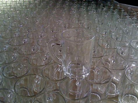 stock bicchieri stock bicchieri sul tavolo casa scuola comfal