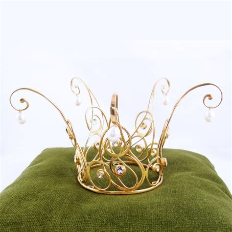 the 25 best wire crown ideas on wire