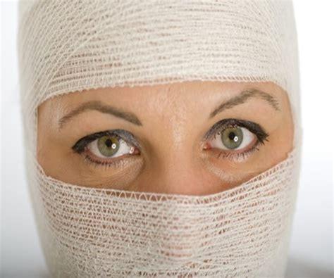 Has Disfigured Eyelids by Disfigured By Gunshot Gets Transplant