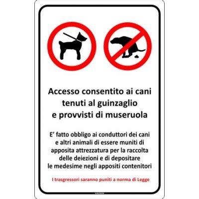divieto d ingresso ai cani cartello di cani al guinzaglio e deiezioni canine