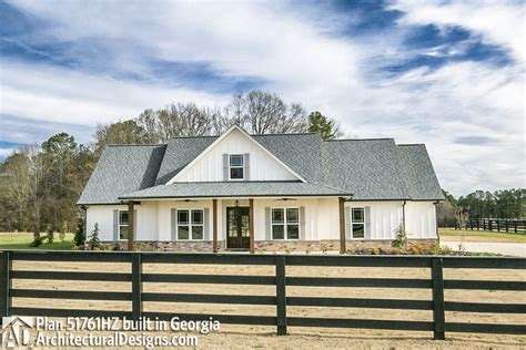 country farm house plans 3 bed country farmhouse plan 51761hz