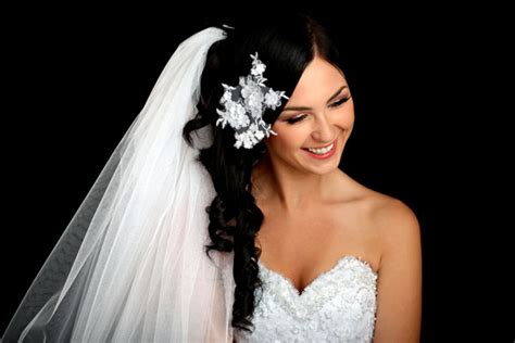 Bridal Hairstyles Side Swept With Veil by 12 Diy Hairstyles For That Would Make Aniston