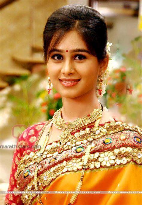 marathi stars hd photos mrunal dusanis marathi actress photos wallpapers biography